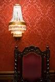 Lámpara y silla Imagenes de archivo