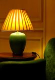 Lámpara y sofá elegantes de vector Imágenes de archivo libres de regalías
