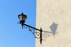 Lámpara y sombra de calle Foto de archivo