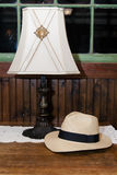 Lámpara y sombrero Fotografía de archivo