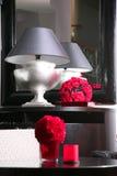 Lámpara y su reflexión en un espejo Fotos de archivo