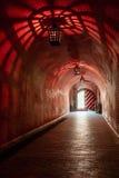 Lámparas antiguas de las lámparas en la mazmorra de la cueva Imagenes de archivo