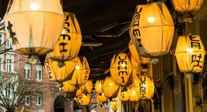 Lámparas chinas en un restaurante Imágenes de archivo libres de regalías