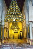 Lámparas colgantes en la gran mezquita en Kairouan, Túnez fotos de archivo