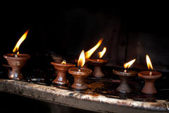 Lámparas de aceite ardientes. Nepal Fotografía de archivo libre de regalías