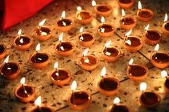 Lámparas de aceite tradicionales en diwali