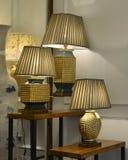 lámparas de escritorio de cerámica en tienda de la iluminación Fotografía de archivo