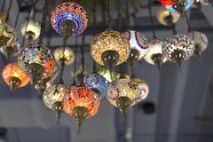 lámparas de los Multi-colores que cuelgan en el techo Imagen de archivo libre de regalías