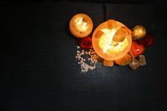 Lámparas de los pedazos del cuenco y candelero natural de la sal | Sal Himalayan fotos de archivo libres de regalías
