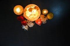 Lámparas de los pedazos del cuenco y candelero natural de la sal | Sal Himalayan imagen de archivo libre de regalías