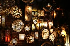 Lámparas decorativas en el bazar magnífico Ä°stanbul fotografía de archivo