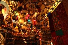 Lámparas decorativas en el bazar magnífico Estambul imagen de archivo libre de regalías