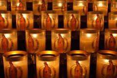 Lámparas del santuario en Notre Dame fotos de archivo libres de regalías