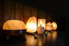 Lámparas naturales de la sal | Sal Himalayan fotos de archivo