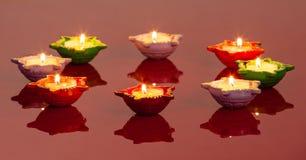 Lámparas significando el festival hindú de Diwali