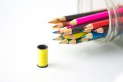 Lápices coloreados aislados en blanco Fotografía de archivo