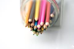 Lápices coloreados aislados en blanco Fotografía de archivo libre de regalías