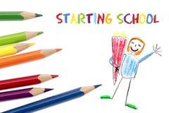 Lápices coloreados aislados en blanco, el dibujo del niño y el sta del texto Fotografía de archivo