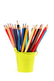 Lápices coloreados aislados en el fondo blanco imagen de archivo