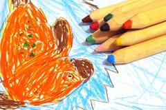 Lápices coloreados con el dibujo de los niños Imagen de archivo libre de regalías
