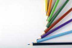 Lápices coloreados en el papel fotografía de archivo libre de regalías