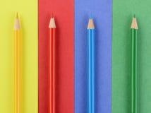Lápices coloreados en el papel a juego Fotografía de archivo
