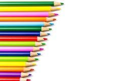 Lápices coloreados en filas fotos de archivo