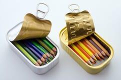 Lápices coloreados en latas Imágenes de archivo libres de regalías
