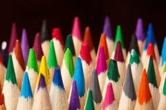 Lápices coloreados en un fondo oscuro Fotografía de archivo libre de regalías