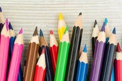 Lápices coloreados en una fila Fotos de archivo libres de regalías