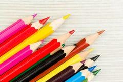 Lápices coloreados en una fila Imagen de archivo libre de regalías