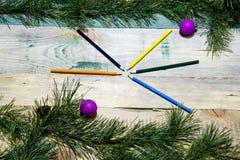 Lápices coloreados la Navidad Imagenes de archivo