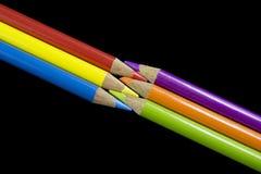 6 lápices coloreados primarios y secundarios Foto de archivo