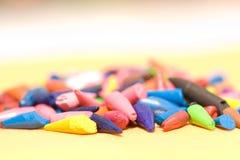 Lápices coloreados rotos picados Fotos de archivo libres de regalías