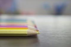 Lápices coloridos en la tabla Imágenes de archivo libres de regalías