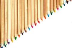Lápices coloridos en una fila imagen de archivo