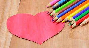 Lápices del color con el corazón Fotos de archivo