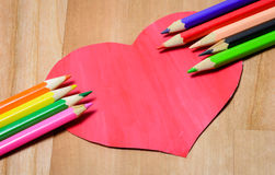 Lápices del color con el corazón Imagen de archivo libre de regalías