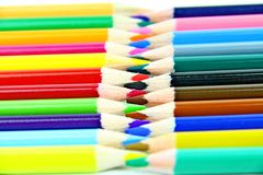 Lápices del color con el fondo blanco Imágenes de archivo libres de regalías