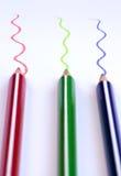 Lápices del color con las líneas coloridas Imágenes de archivo libres de regalías