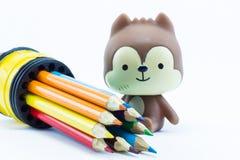 Lápices del color en el cierre blanco del fondo para arriba Foto de archivo libre de regalías