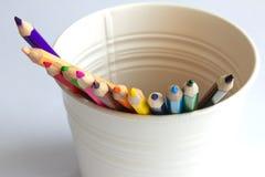 Lápices del color en el cubo blanco Fotografía de archivo libre de regalías