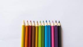Lápices del color en el Libro Blanco Foto de archivo libre de regalías