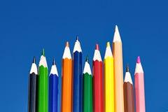 Lápices del color en fondo azul Fotografía de archivo libre de regalías