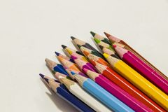 Lápices del color en un fondo blanco Foto de archivo
