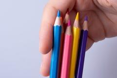 Lápices del color en un fondo blanco imágenes de archivo libres de regalías