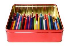 Lápices del color en una caja de la lata Imagen de archivo libre de regalías