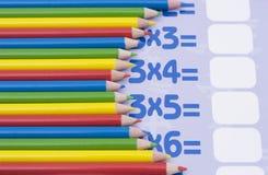 Lápices del color en una matemáticas Imagen de archivo libre de regalías