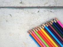 Lápices del color en viejo fondo de madera Imágenes de archivo libres de regalías