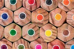 Lápices del color Fondo coloreado de los lápices Imagen de archivo